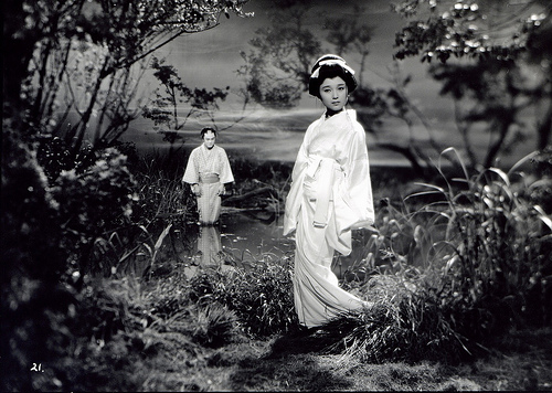 Nudes! Guns! Ghosts! The sensational films of Shintoho (lingua italiano e inglese)